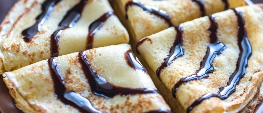 Low carb pannenkoeken met chocoladesaus en poedersuiker